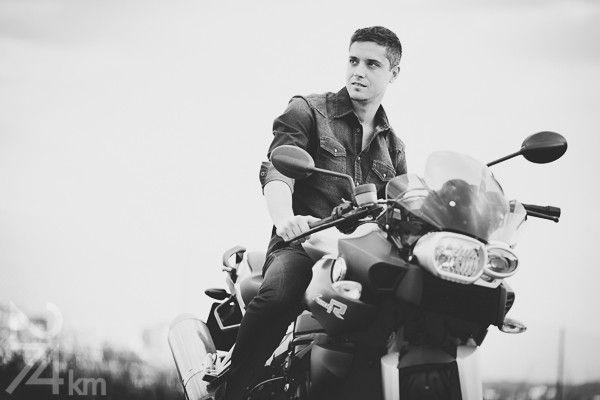 sesión de fotos de chico con moto en barcelona (9)