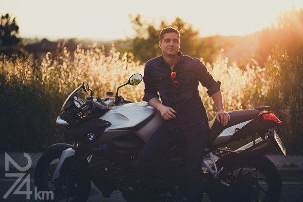 sesión de fotos de chico con moto en barcelona (8)