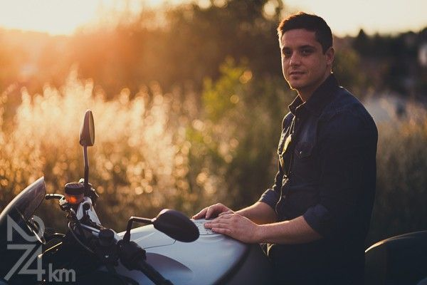 sesión de fotos de chico con moto en barcelona (5)