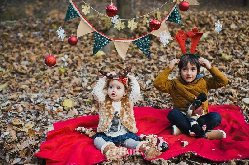 Sesión de fotos familiar y navideña en el bosque en otoño en barcelona (6)