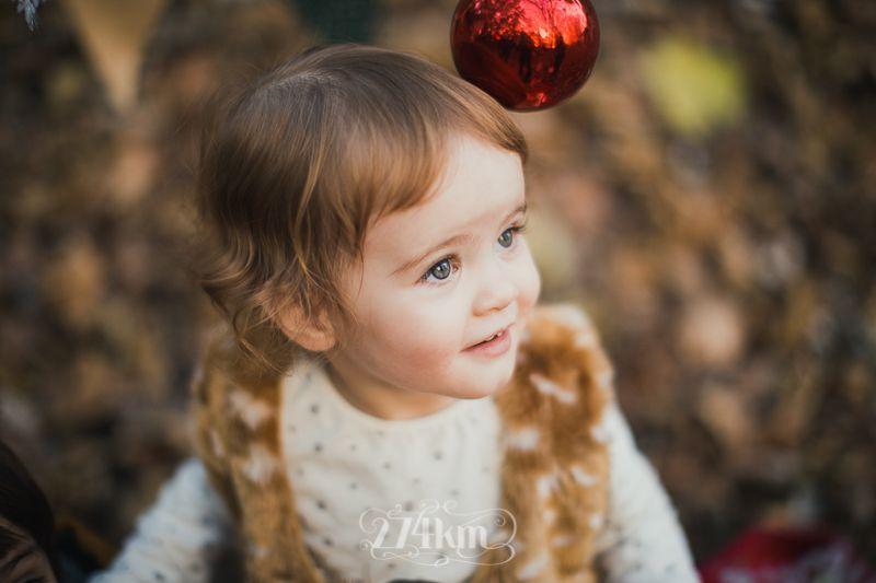 Sesión de fotos familiar y navideña en el bosque en otoño en barcelona (2)