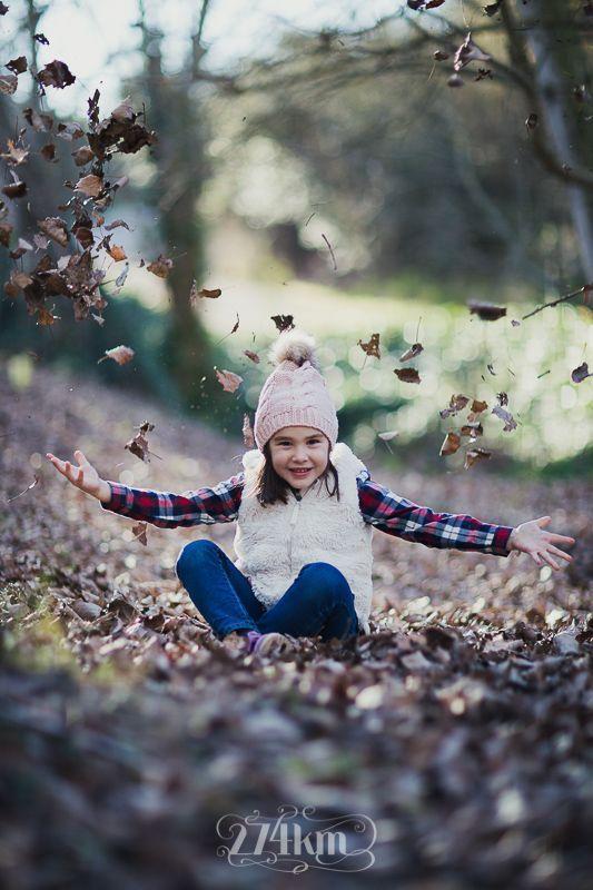 sesión de fotos familiar en otoño en el bosque en barcelona (33)