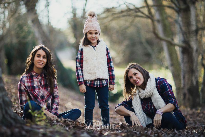 sesión de fotos familiar en otoño en el bosque en barcelona (31)