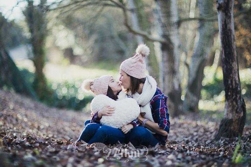 sesión de fotos familiar en otoño en el bosque en barcelona (27)