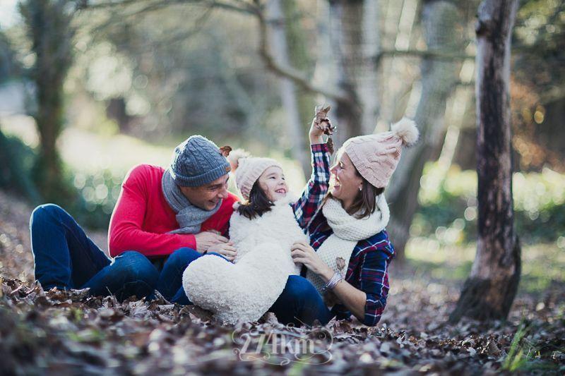 sesión de fotos familiar en otoño en el bosque en barcelona (25)