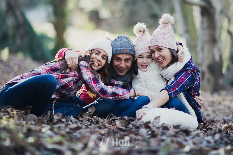 sesión de fotos familiar en otoño en el bosque en barcelona (23)