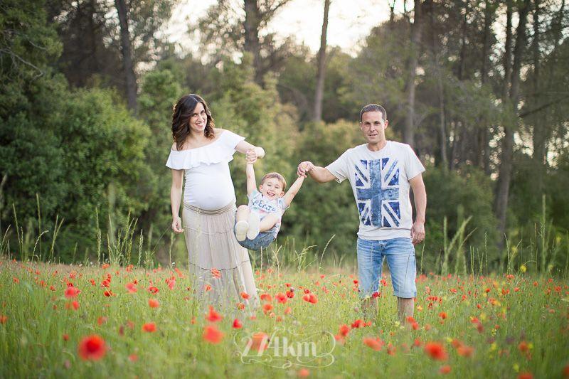 Sesión de fotos de embarazo en campo de trigo en primavera en barcelona (27)