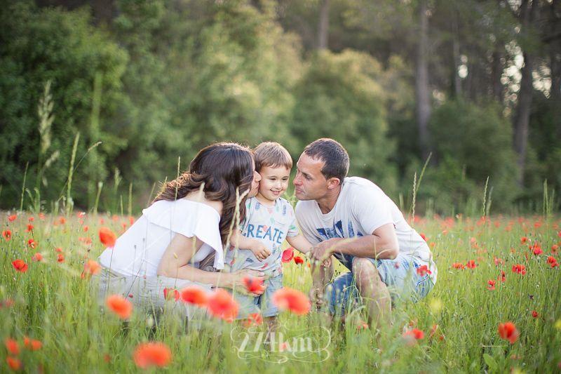Sesión de fotos de embarazo en campo de trigo en primavera en barcelona (26)