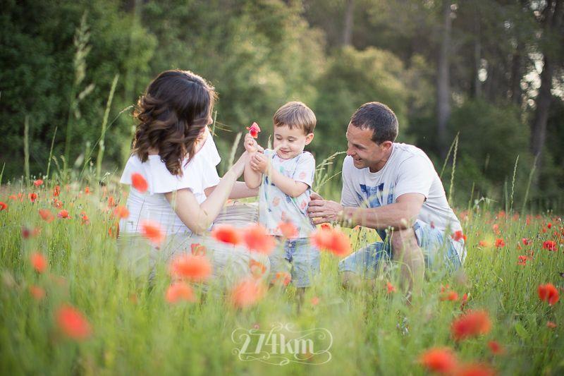 Sesión de fotos de embarazo en campo de trigo en primavera en barcelona (25)