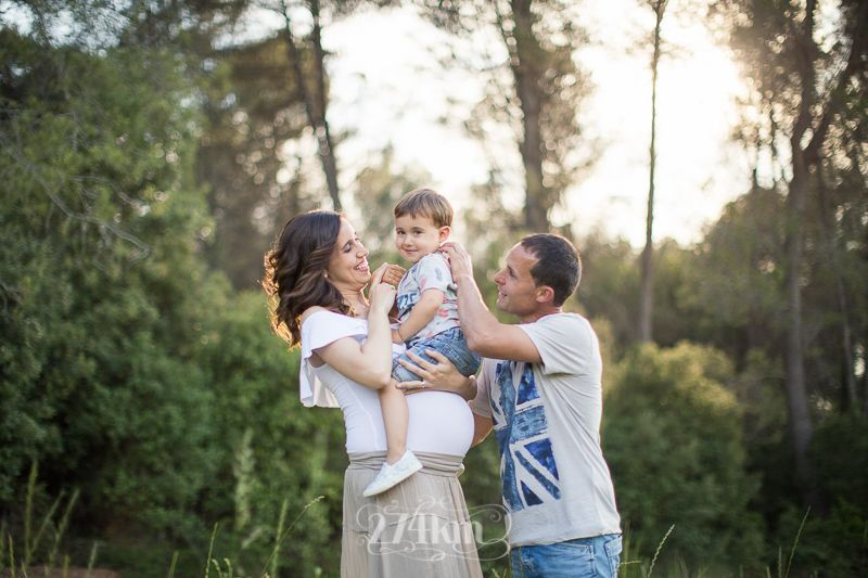 Sesión de fotos de embarazo en campo de trigo en primavera en barcelona (21)