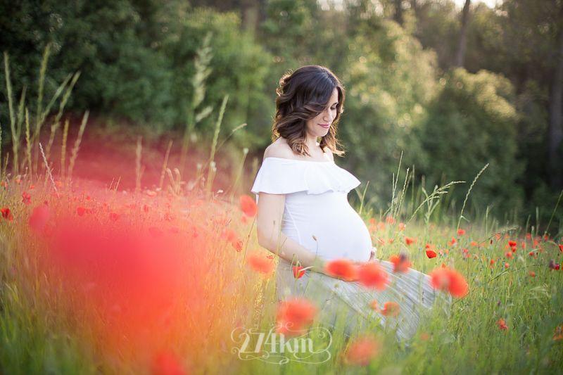 Sesión de fotos de embarazo en campo de trigo en primavera en barcelona (19)