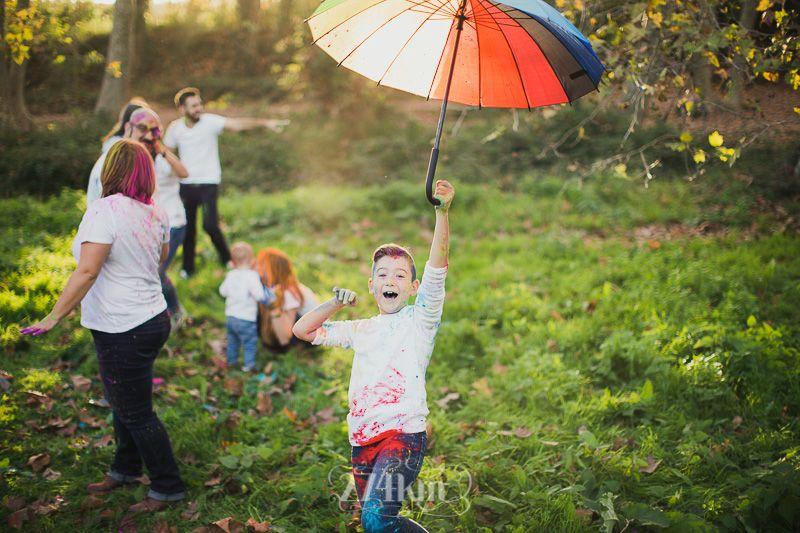 Sesión de fotos familiar holly festival en exterior en otoño en barcelona (10)