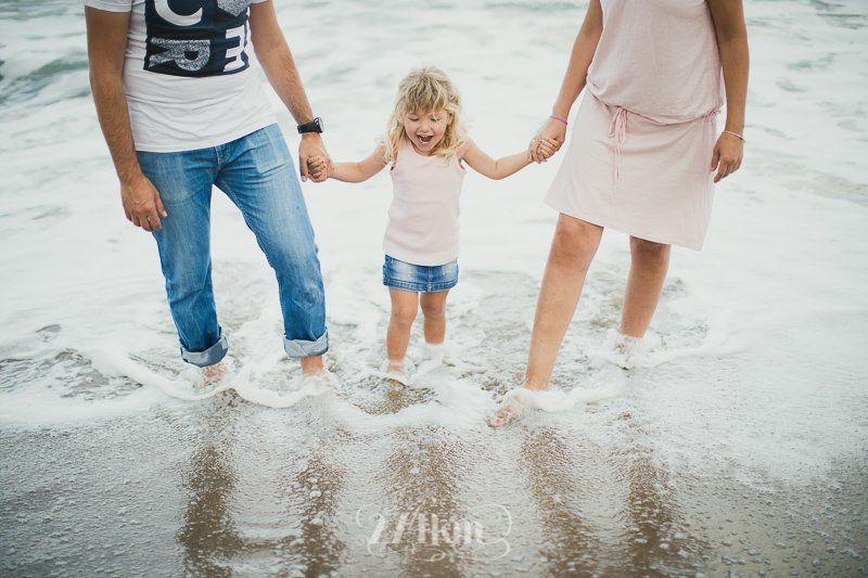 sesión de fotos familiar en la playa en barcelona (10)