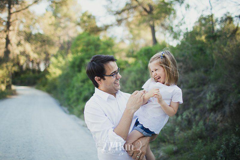 Sesión de fotos familiar en el campo en exterior en verano en barcelona (6)